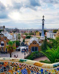 O que fazer em Barcelona Paris Skyline, Mansions, House Styles, Travel, Barcelona Spain, Mansion Houses, Trips, Manor Houses, Viajes