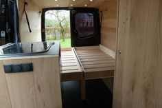 mercedes-sprinter-camper-met-eiken-interieur-keuken 1