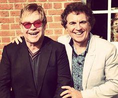 Elton John revê colegas depois de 50 anos em reencontro de escola >> http://glo.bo/1HpRBeo