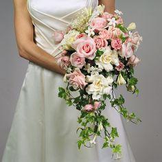 Cascading Wedding Bouquet / photo credit D.R.
