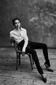 THIS shoe-trouser combo! Very Tom Ford/Gucci... (Caroline Eggert by Peter Lindbergh _ Vogue Italia, May 1997.)