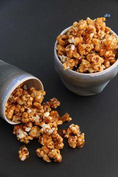 Karamellpopcorn med havsalt - My Little Kitchen Little Kitchen, Popcorn, Dog Food Recipes, Snacks, Breakfast, Color, Sweets, Baking Soda, Caramel