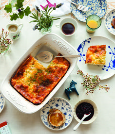 Scandinavian Gatherings brings Scandinavian inspiration to brunch, tea, birthdays, and Jul Daytona Strong Taste of Norway Editor So much of Scandinavian food is connected to hospitality. A new cook… Vegetarian Breakfast Recipes, Brunch Recipes, Brunch Ideas, Brunch Casserole, Casserole Recipes, Scandinavian Food, Brunch Buffet, Mothers Day Brunch, Breakfast Time