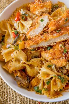 Cheesecake Factory Louisiana Chicken Pasta (Copycat) Cheesecake Factory Copycat Louisiana Chicken Pasta with Parmesan, mushrooms, peppers and onions in a spicy cajun cream sauce. Cheese Cake Factory, Louisiana Chicken Pasta, Louisiana Recipes, Gourmet Recipes, New Recipes, Cooking Recipes, Favorite Recipes, Cake Recipes, Al Dente