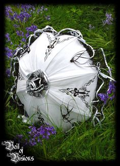 Our lovely parasol perfect for sunny days! With embroidery, lace, ribbons and roses! Gothic Fashion, Vintage Fashion, Buy Umbrella, Vintage Fans, Umbrellas Parasols, Singing In The Rain, Vintage Outfits, Vintage Clothing, Steampunk Clothing