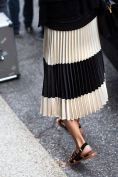 Black and white stripe pleat midi skirt / black sandals