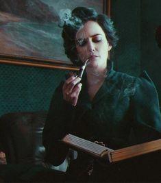 Tim Burton, Eva Green Penny Dreadful, Miss Peregrine's Peculiar Children, Actress Eva Green, Miss Peregrines Home For Peculiar, Triquetra, Black Families, Women Smoking, Wicca