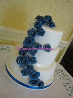 royal cobalt blue flower wedding cake