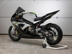 BMW unveils an 'experimental' electric Motorcycle called the eRR : TreeHugger Bmw Sport, Motorcycle Types, Motorcycle Bike, Concept Bmw, Street Motorcycles, Milan, Bmw S1000rr, Electric Power, Super Bikes