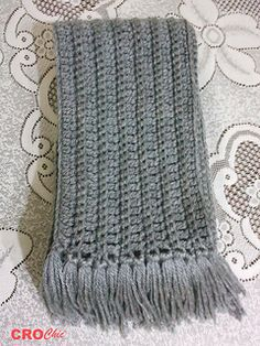 Free pattern for simple crochet scarf with links on how to make fringe, too.