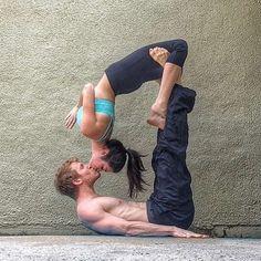 Hum: voici des hommes, hyper, canons qui pratiquent le yoga