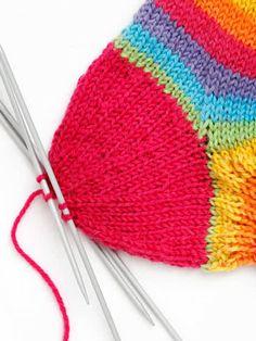 Villasukan kantapää – kolme ohjetta | Yhteishyvä Knitting Socks, Knitted Hats, Knitting Projects, Knitting Patterns, Knit Crochet, Crochet Hats, Boot Cuffs, Wonderful Things, Handicraft