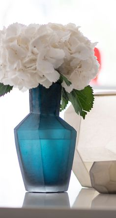Explore the stylish vase KAHULU M petrol by exclusive designer brand Guaxs. Family Traditions, Single Piece, Interior Accessories, Home Decor Inspiration, Beautiful Homes, Branding Design, Make It Yourself, Explore, Interior Design