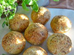 Utrolig gode rundstykker! - Franciskas Vakre Verden Food Inspiration, Baked Potato, Parmesan, Food And Drink, Potatoes, Lunch, Baking, Breakfast, Ethnic Recipes
