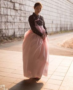 한복 Hanbok : Korean traditional clothes[dress] Korean Traditional Dress, Traditional Clothes, Traditional Fashion, Korean Dress, Korean Outfits, Oriental Fashion, Asian Fashion, Modern Fashion, Unique Fashion