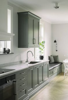 Home Start - 7 Tips That Make a Difference Ikea Kitchen, Kitchen Living, Rustic Kitchen, Green Kitchen, Kitchen Colors, Green Cabinets, Kitchen Cabinets, Dining Room Furniture Design, Rooms Furniture