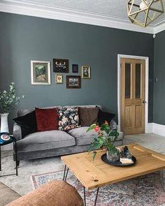 Dark Living Rooms, Elegant Living Room, New Living Room, Home And Living, Living Room Decor, Good Living Room Colors, Front Room Decor, Victorian House Interiors, Victorian Living Room