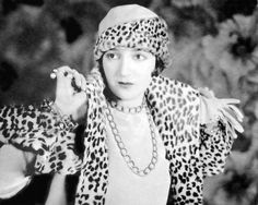 Bebe Daniels Leopard Fur Coat, Bebe Daniels, Hollywood Forever Cemetery, Old Movie Stars, Leopard Fashion, Leopard Spots, Child Actresses, Flapper Style, Second Hand Clothes