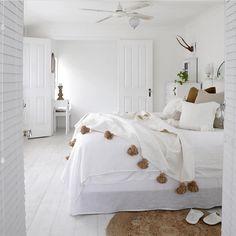 Moroccan Pompom Blanket, Pom Poms, Boho Blanket, Bed Cover White with Light Brown Pompoms + 2 Pillow bedroom Bedroom Inspo, Bedroom Decor, Design Bedroom, Cozy Master Bedroom Ideas, Bali Bedroom, Bedroom Suites, Bedroom Bed, Cozy Bedroom, Bedroom Inspiration