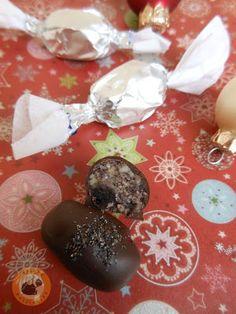 Praliné Paradicsom: Szaloncukor házi meggyes-mákos marcipánból Winter Food, Christmas Candy, New Recipes, Dessert Recipes, Food And Drink, Pudding, Homemade, Meals, Cookies