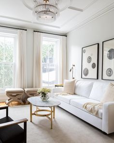 This cozy spot is from the home of a two-time client of our's. We just completed their new space in the West Village, and it is SO fresh and SO cool, we can't wait to show you all. But while we (impatiently) wait on those photos, let's take in this modern Victorian beauty 👑