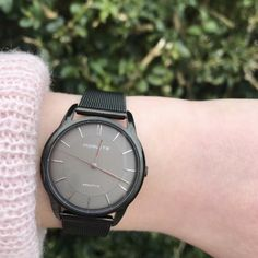 Black never goes out of style as featured in this Norlite timepiece. With just the right amount of metallic sheen, the watch lends a casual chic vibe.     Repost: @norlite