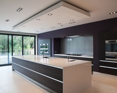 Many more people use simple white kitchen ceilings. They often overlook the kitchen ceiling design or indeed they think it's the best solution. Kitchen Ceiling Design, Luxury Kitchen Design, Kitchen Room Design, Contemporary Kitchen Design, Luxury Kitchens, Kitchen Layout, Home Decor Kitchen, Interior Design Kitchen, Cool Kitchens