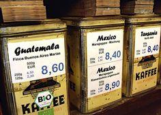 Mittelamerika oder Ostafrika? Das wird hier zur Frage. http://blog.bremen-tourismus.de/bremens-kaffeemacher-ii-hemken-im-ostertor/