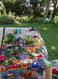 Work of Paula Weiss – Rug making Rug Hooking Designs, Rug Hooking Patterns, Rug Inspiration, Hand Hooked Rugs, Wool Art, Braided Rugs, Yarn Bombing, Penny Rugs, Traditional Rugs