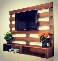 30 second trick for diy pallet projects easy home decor 57 Pallet Furniture Tv Stand, Furniture Decor, Garden Furniture, Crate Furniture, Modern Furniture, Furniture Design, Cheap Furniture, Furniture Plans, Building Furniture