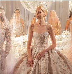 Reem Acra is a renowned international designer known for her breathtaking collections in Ready-to-Wear and Bridal. Gown Skirt, Strapless Dress Formal, Formal Dresses, Dress Cuts, Love Story, Wedding Gowns, Ready To Wear, Satin, Couture