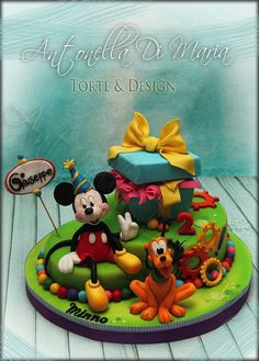 This Splendid Mickey Mouse cake was made by Antonella Di Maria Torte and Design. This Disney cake features Mickey Mouse and Pluto.