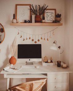 home decor cozy Veronica Noora su Insta - Study Room Decor, Room Ideas Bedroom, Bedroom Inspo, Bedroom Decor Teen, Desk In Bedroom, Cute Room Ideas, Cute Room Decor, Cool Desk Ideas, Zebra Room Decor