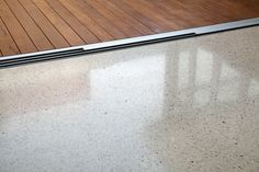 Polished concrete: white with aggregates