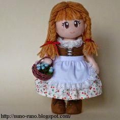 Encontrei esse tutorial no blog Nuno Vida     Para o Nuno Runo (Nuno Vida) vão todos os créditos.     No original a boneca é de feltro,...