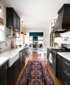 Joanna gaines kitchen ideas images fixer upper a rustic dream home kitchens Home Decor Kitchen, Kitchen Interior, New Kitchen, Kitchen Ideas, Kitchen White, Kitchen Modern, Kitchen Themes, Kitchen Colors, Rustic Kitchen