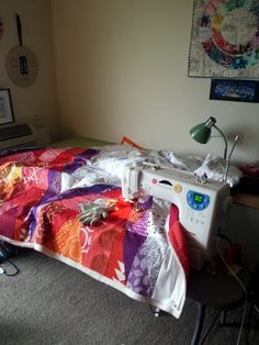 Tips on free motion quilting using regular sewing machine| quiltyhabit.blogspot.com