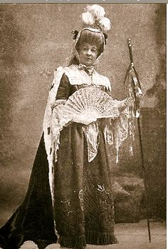 """Rosina Brandram as the Countess of Newton in the original 1901 production of """"The Emerald Isle"""" at the Savoy Theatre."""