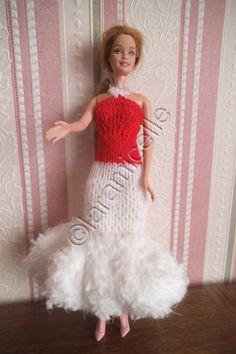 Barbie a revêtu une robe longue aux couleurs de Noël tricoteuses débutantes TUTO MATERIEL laine duveteuse à tricoter avecdu 5 (ici neige de phildar) 2laines à tricoter du 3,5 aig 5 aig 3,5 POINTS mousse jersey CATEGORIE L laine fantaisie , aig 5 monter...