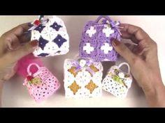 Bolsinha em crochê - Sachê / Bomboniere - YouTube Crochet Snowflake Pattern, Crochet Snowflakes, Bead Crafts, Diy And Crafts, Sweetest Day, Crochet Videos, Hacks Diy, Baby Knitting Patterns, Barbie