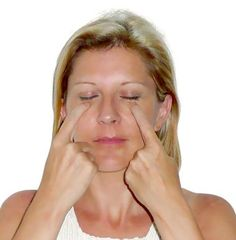 Step-by-step acupressure exercise to get rid of under eye bags, dark circles and wrinkles. Beauty Secrets, Beauty Hacks, Facial Rejuvenation, Under Eye Bags, Tips Belleza, Health And Beauty Tips, Dark Circles, Balayage Hair, Face And Body