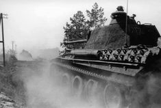 Panther platoon heading to the front in Normandy. Mg 34, Battle Of Normandy, Germany Ww2, Ww2 History, Tiger Tank, Ww2 Tanks, Battle Tank, War Machine