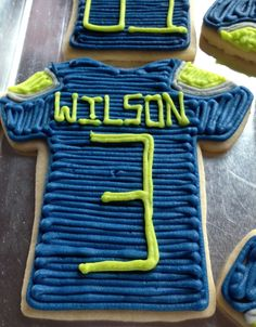 Seahawk Russel Wilson Jersey Sugar Cookies - Luca wants this for his bday party! Seahawks Super Bowl, Leo Birthday, Football Food, Football Team, Game Day Snacks, Birthday Treats, 12th Man, Thing 1 Thing 2, No Bake Cake