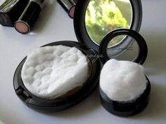 Travel tip! Add a cotton ball or cotton pad to your makeup to keep them from breaking when traveling. Travel tip! Add a cotton ball or cotton pad to your makeup to keep them from breaking when traveling. Just In Case, Just For You, Diy Beauté, Beauty Hacks For Teens, Beauty Ideas, Beauty Trends, Moving Tips, Moving Hacks, Tips & Tricks