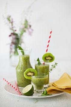 ¿Conoces las propiedades del #kiwi? Rico en vitaminas y ácido fólico entre otras... Pásate por nuestro #blog