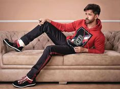Check out Hrithik's dashing look on the cover of Mans World India magazine Hrithik Roshan Hairstyle, Perfect Body Men, Gents Hair Style, Star Images, Cute White Boys, Photography Poses For Men, Lauren Bacall, Most Handsome Men, Bollywood Stars