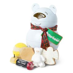 Butterbear Reusable Tin Gift: Just like a tin of cookies, this wobbly bear is filled to the brim with a sweet mix of vanilla and toffee-scented treats for the tub. They're the perfect combination of goodies for those with delicate skin.