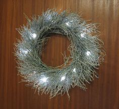 Mustikanvarpukranssi ohje Christmas Diy, Christmas Wreaths, Christmas Decorations, Holiday Decor, Nature Crafts, Door Wreaths, Candles, Lights, Door Hangers