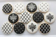 Black and white cookies Elegant Cookies, Fancy Cookies, Iced Cookies, Cute Cookies, Royal Icing Cookies, Cupcake Cookies, Sugar Cookies, Black And White Cookie Recipe, Galletas Cookies