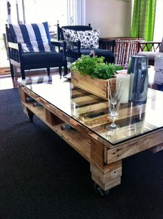 DIY Pallet Table Tutorial Make Yourself An Awesome Coffee Table. Like The  Glass On Top Of The Table. Part 21